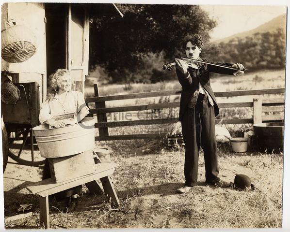 http://photo.charliechaplin.com/images/photos/0000/0730/The_Vagabond_1916_Mutual_big.jpg?1238419337