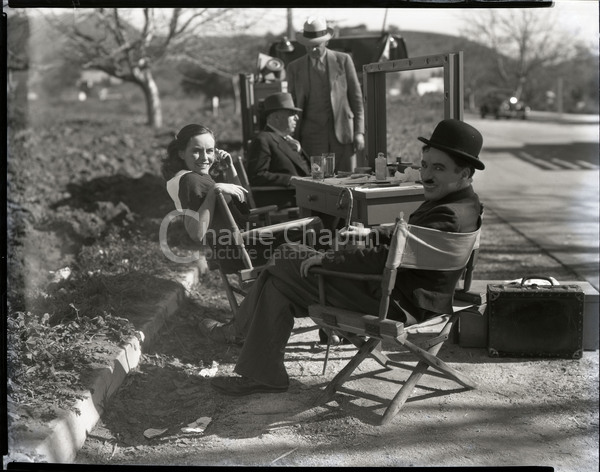 Paulette Goddard and Chaplin on the set of Modern Times
