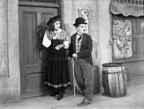Paulette Goddard and Chaplin in The Great Dictator