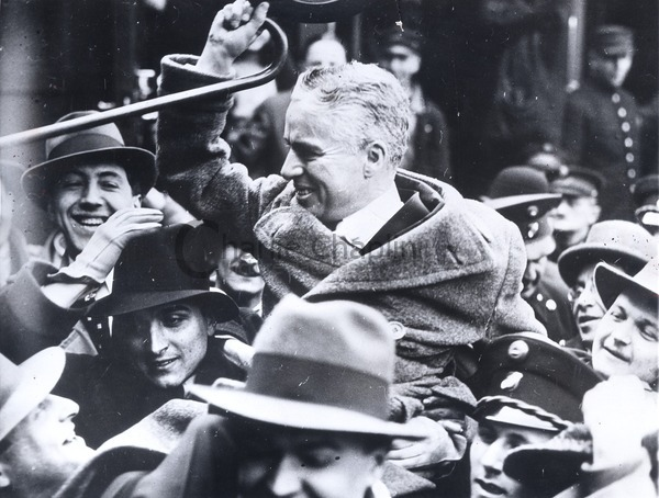 Chaplin surrounded by a crowd in Vienna during his world tour, 1931