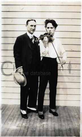 Avec Alf Reeves, manager des Studios Chaplin, vers 1918