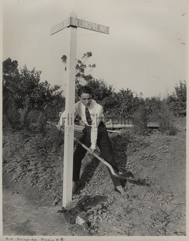 Chaplin ready to build his studios at the corner of La Brea Avenue and De Longpre Avenue