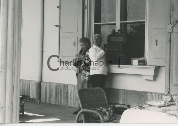 Avec Clara Haskil dans la demeure suisse de Chaplin